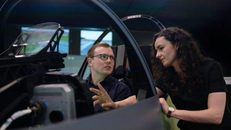 Simulatore di guida, ecco come si allenano i piloti