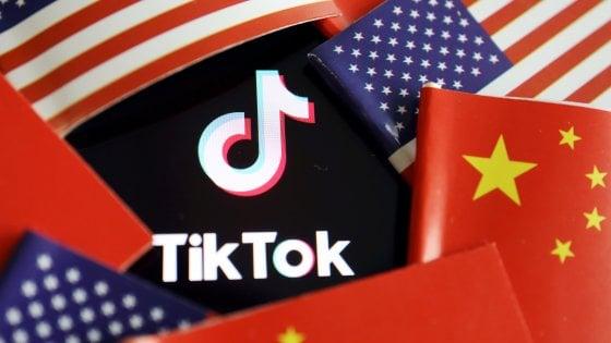 """Stati Uniti, dal 20 settembre vietato scaricare WeChat e TikTok: """"Per la sicurezza nazionale"""""""