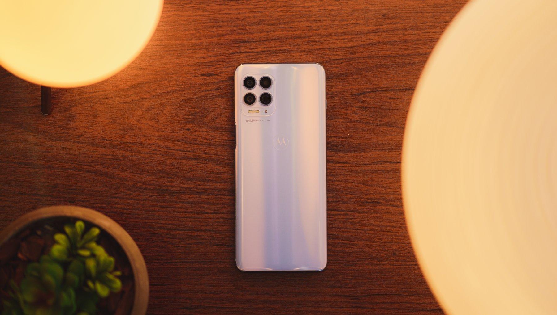Motorola Moto G100, lo smartphone di fascia media si fa bello. E più veloce