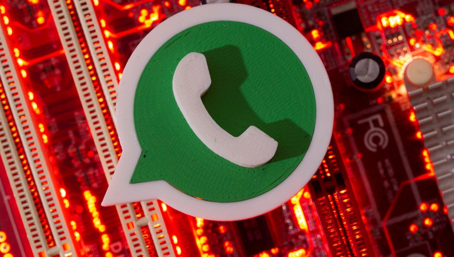 WhatsApp e Instagram down: irraggiungibili a livello globale per un'ora. Problemi anche per Facebook