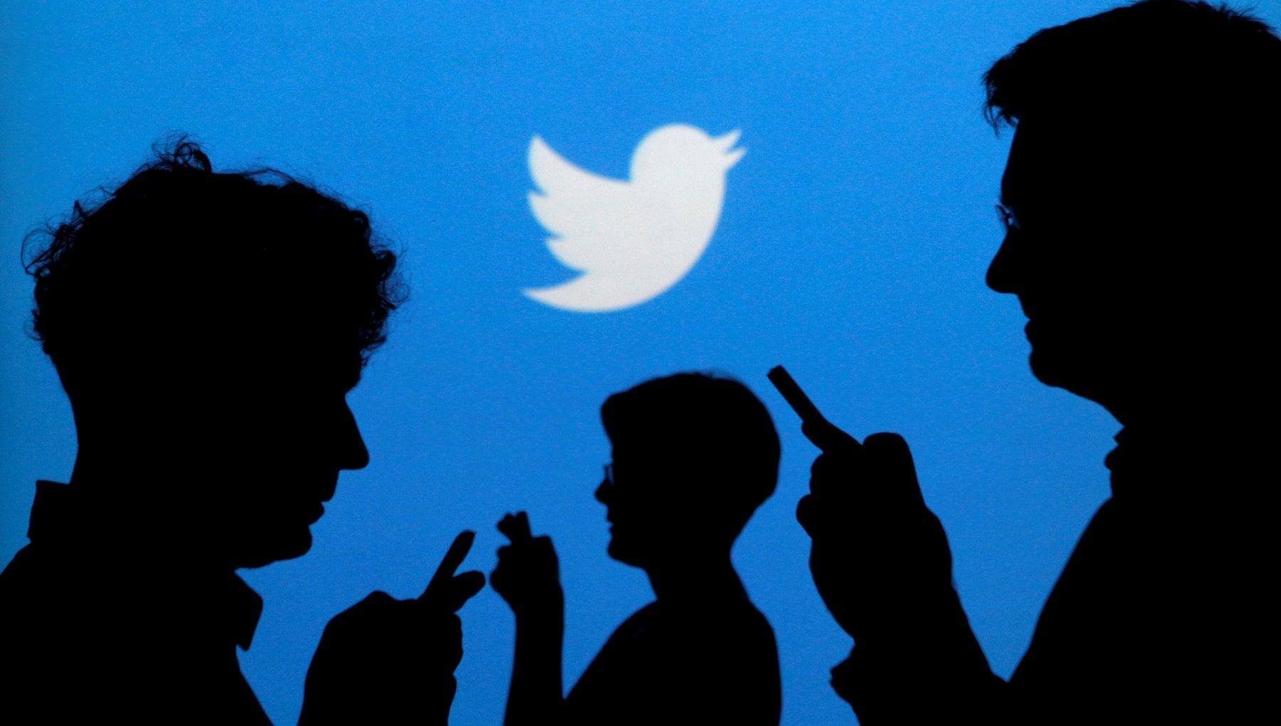 Ad una festa nasce Twitter, ma senza vocali e nessuno lo capisce